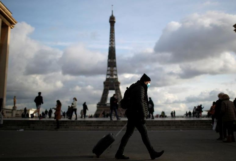 France closes its borders to Non-EU travellers amid new Corona variant scare