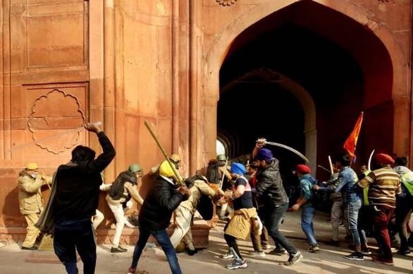 Injured Policemen recall the horror of farmers violence at Red fort