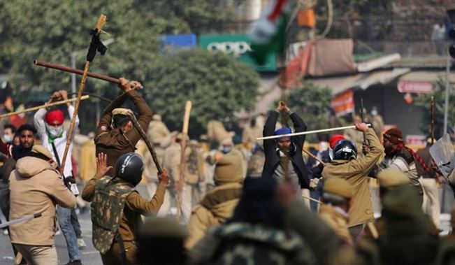 More than 200 goons wreak havoc at farmers' protest site, Cops resort to lathicharge