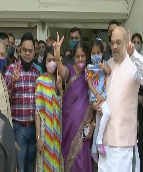 Gujarat Municipal Election 2021:Union Home Minister Amit Shah, his family cast vote for Gujarat local body polls