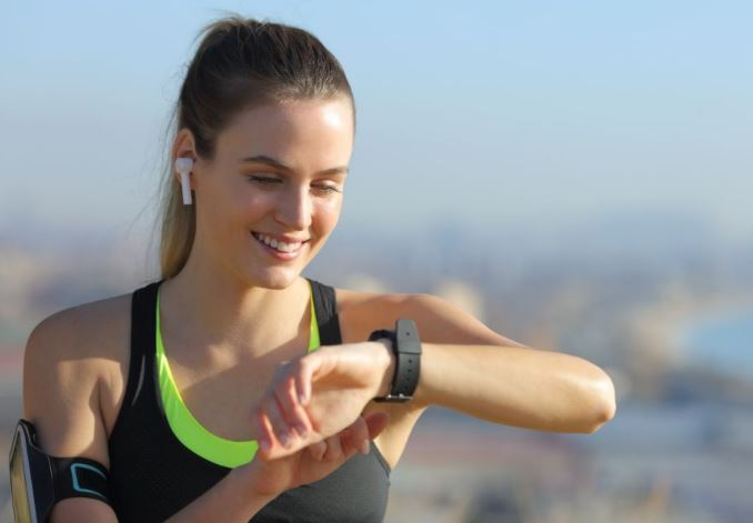 FB to compete with Apple; Reports to launch Android-powered smartwatch