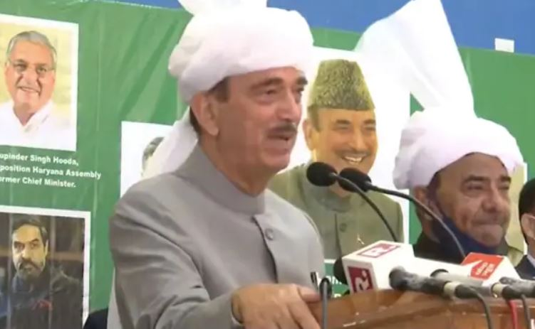 """Ghulam Nabi Azad in praise of Modi says """"Proud of leaders like our PM.."""""""