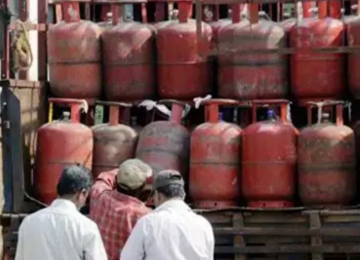 LPG cylinder price on fire, gets costlier by RS 25, third hike in a month