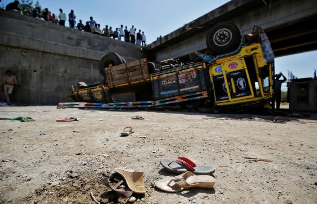 Maharashtra: 15 labourers, including 2 children, die as truck overturns
