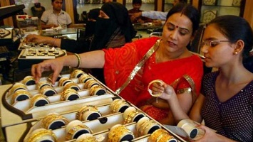 Gold Price: Rates Decline Marginally in Metro Cities; Check Prices Here