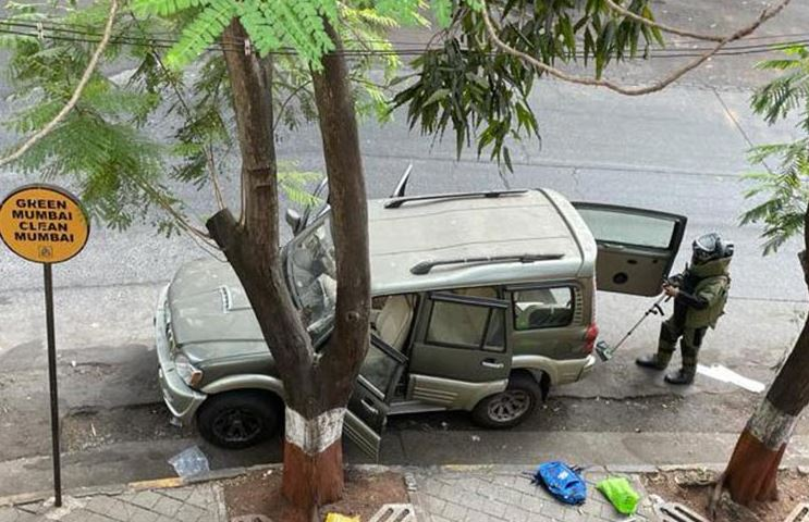 Owner of SUV, abandoned with explosives outside Mukesh Ambani home, found dead