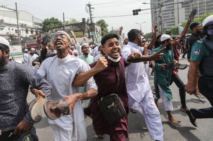 Accused of being 'Communal' PM Modi receives anger in Bangladesh