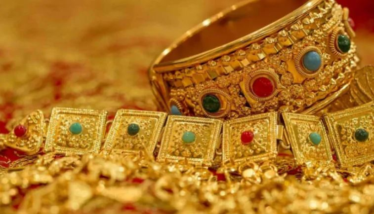 Gold prices fall for 4th consecutive day, silver struggles too