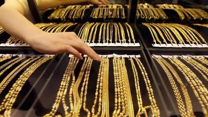 Gold prices fall today, a day after soaring 2-month high; Silver rates go up