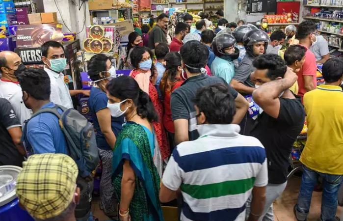 lucknowites resort to panic buying after news of week long lockdown go viral