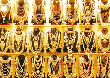 Gold prices fall for 7th day in a row, down ₹10,000 from record high