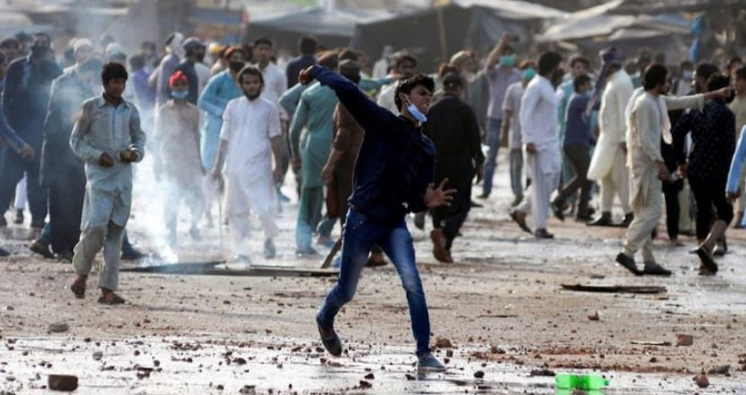 Pakistan: Deadly clashes in Lahore after Islamists take police hostage
