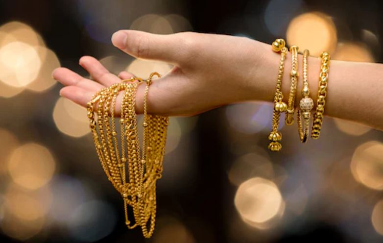 Gold prices fall sharply again today , down ₹800 in 2 days
