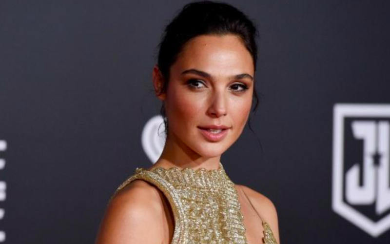 """Israeli star Gal Gadot faces flak for tweeting """"My country is at war"""""""