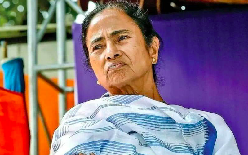 Mamata reaches CBI office to stage a dharna over arrest of her ministers in Narada case