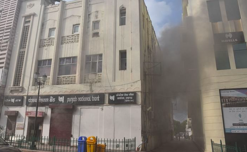 Lucknow: Massive fire breaks out at PNB bank branch in Halwasiya building