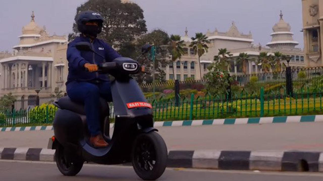 Within the first 24 hours of Opening Bookings,1 lakh reservations Registered for its electric scooter by Ola Electric