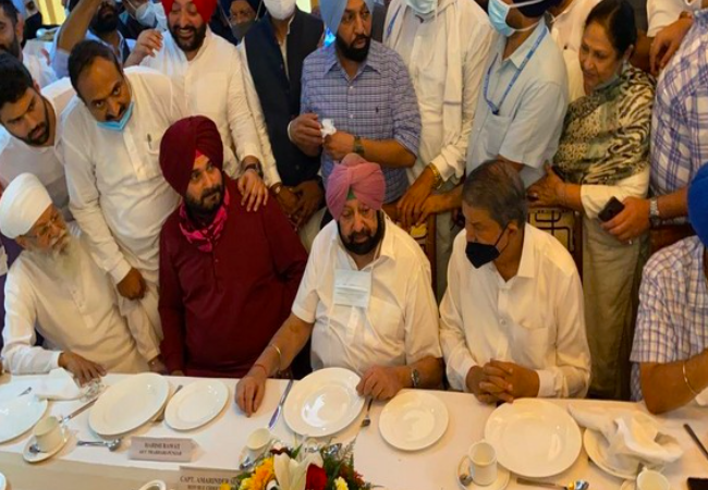 Amarinder Singh, Navjot Sidhu end bitterness with a tea party today