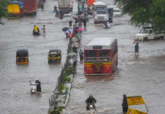 Maharashtra to receive 'extremely heavy rain', IMD issues red alert for 6 districts