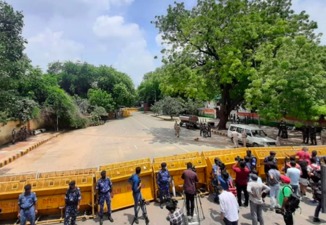 Vexed farmers stage protest near Parliament today, Delhi Police turns area into fortress