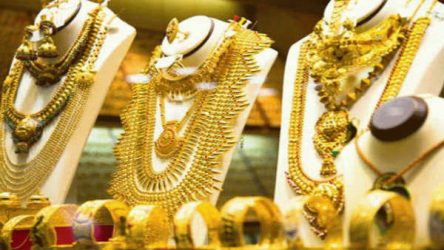 Gold prices near 1-month low after sharp fall today, silver rates higher