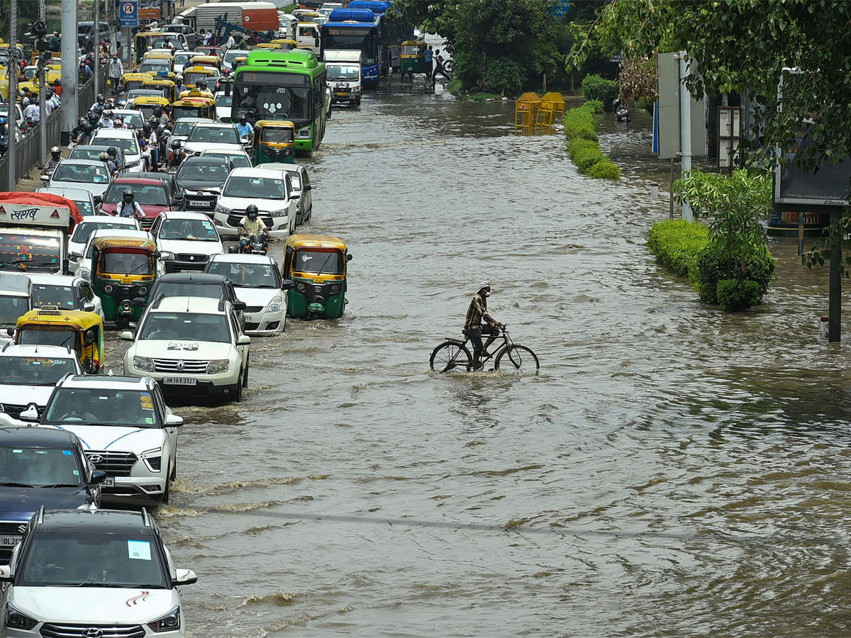 """""""Heavy to extremely heavy rainfall"""" in Delhi-NCR, IMD issues 'Orange' alert for next 3 days"""