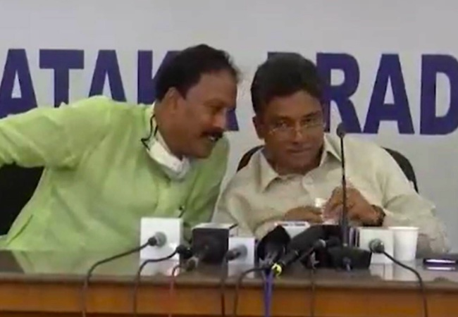 Watch: K'taka Cong leaders discuss party chief's involvement in scam